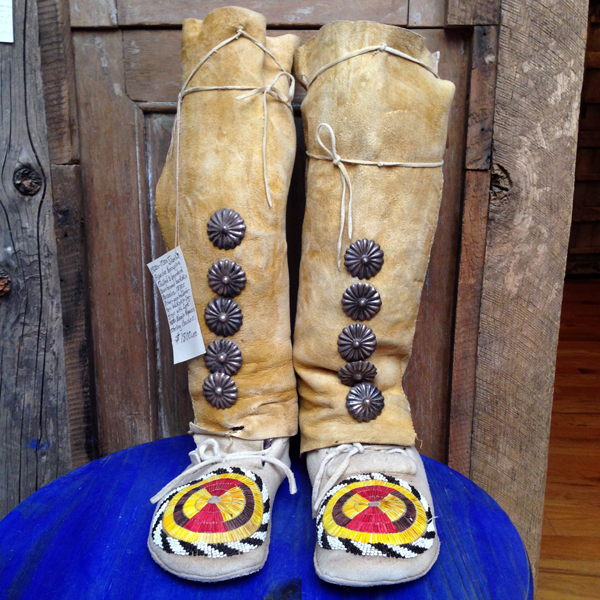 AMERICAN INDIAN MOCCASINS  Snowwowl